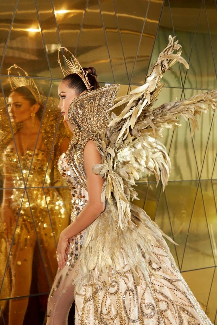 Vẻ đẹp quyền lực của Hoa hậu H'Hen Niê trong tạo hình nữ thần Mặt trời - 13
