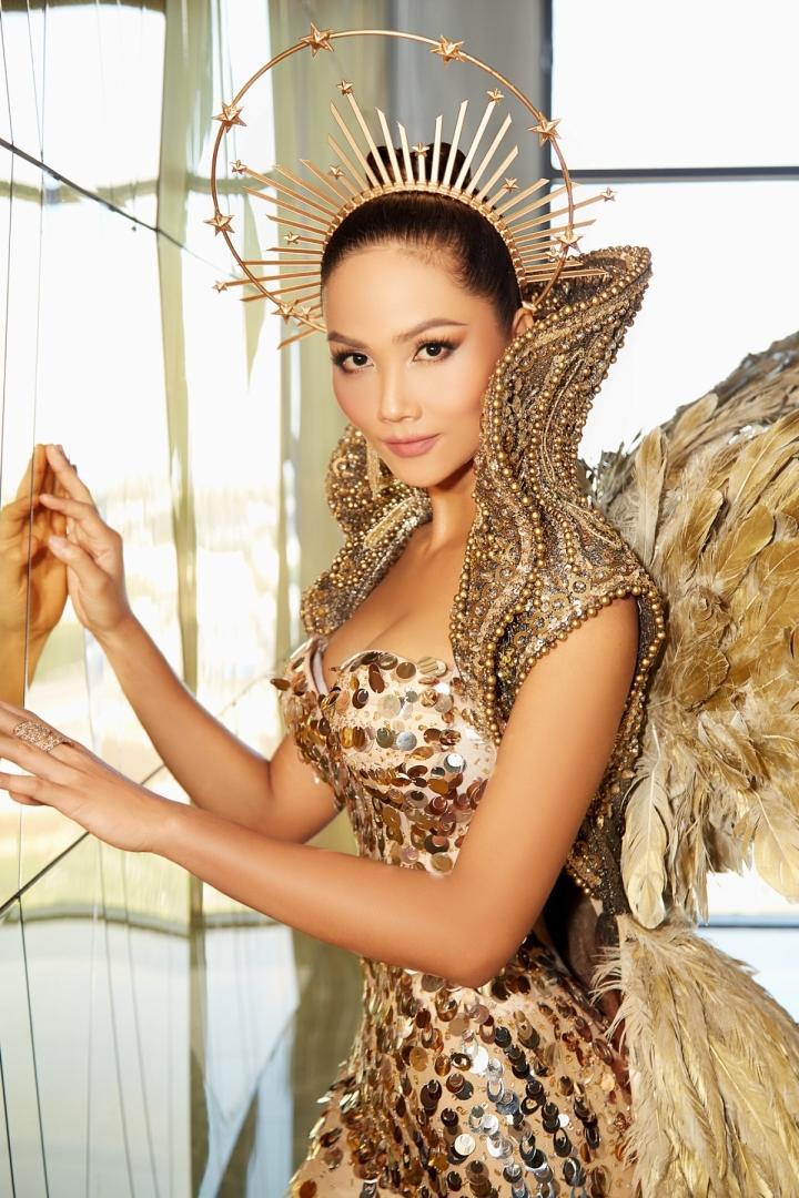 Vẻ đẹp quyền lực của Hoa hậu H'Hen Niê trong tạo hình nữ thần Mặt trời - 3