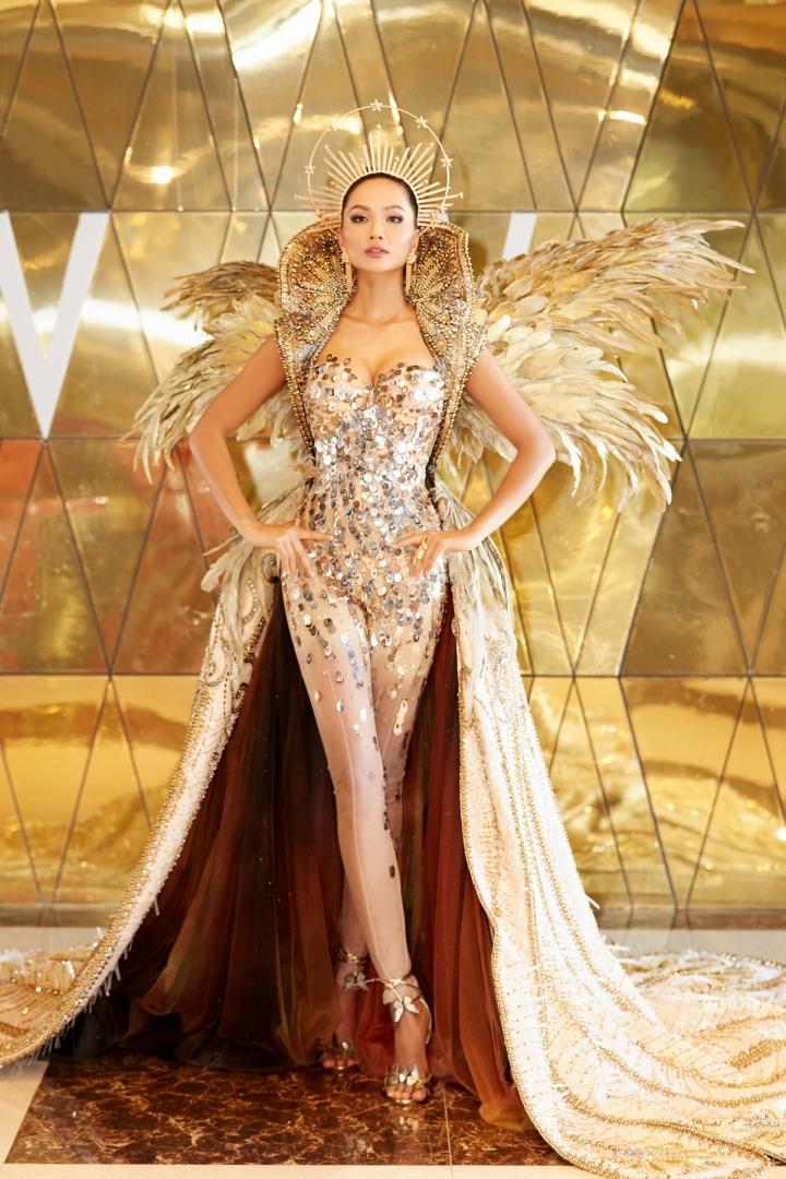 Vẻ đẹp quyền lực của Hoa hậu H'Hen Niê trong tạo hình nữ thần Mặt trời - 5