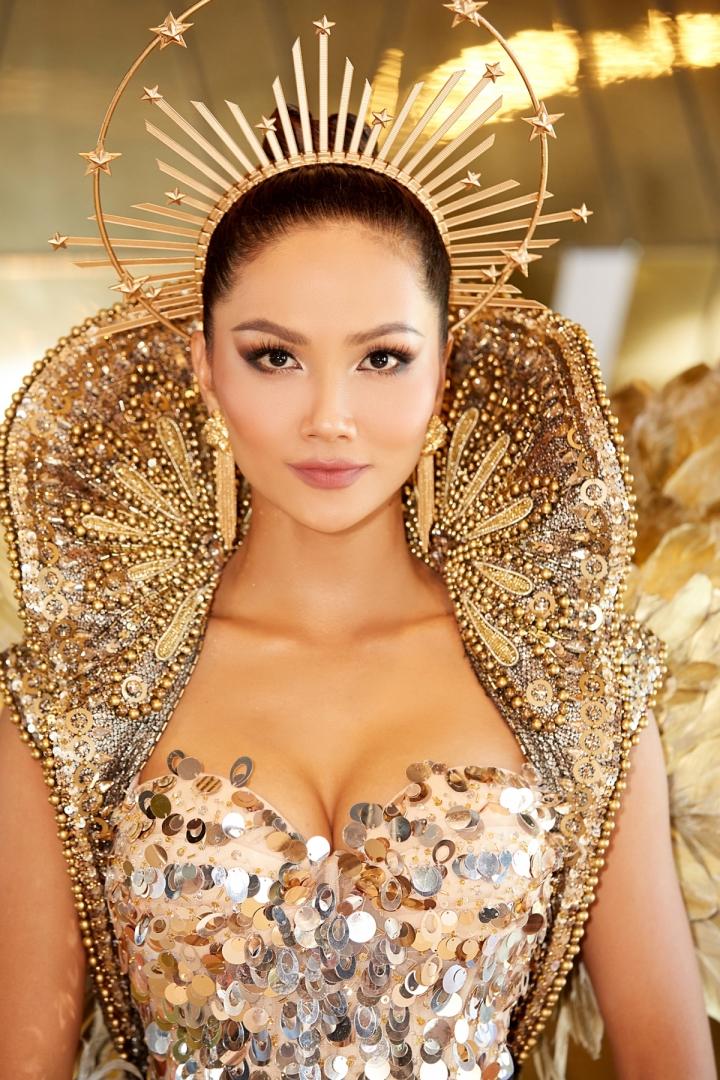 Vẻ đẹp quyền lực của Hoa hậu H'Hen Niê trong tạo hình nữ thần Mặt trời - 7