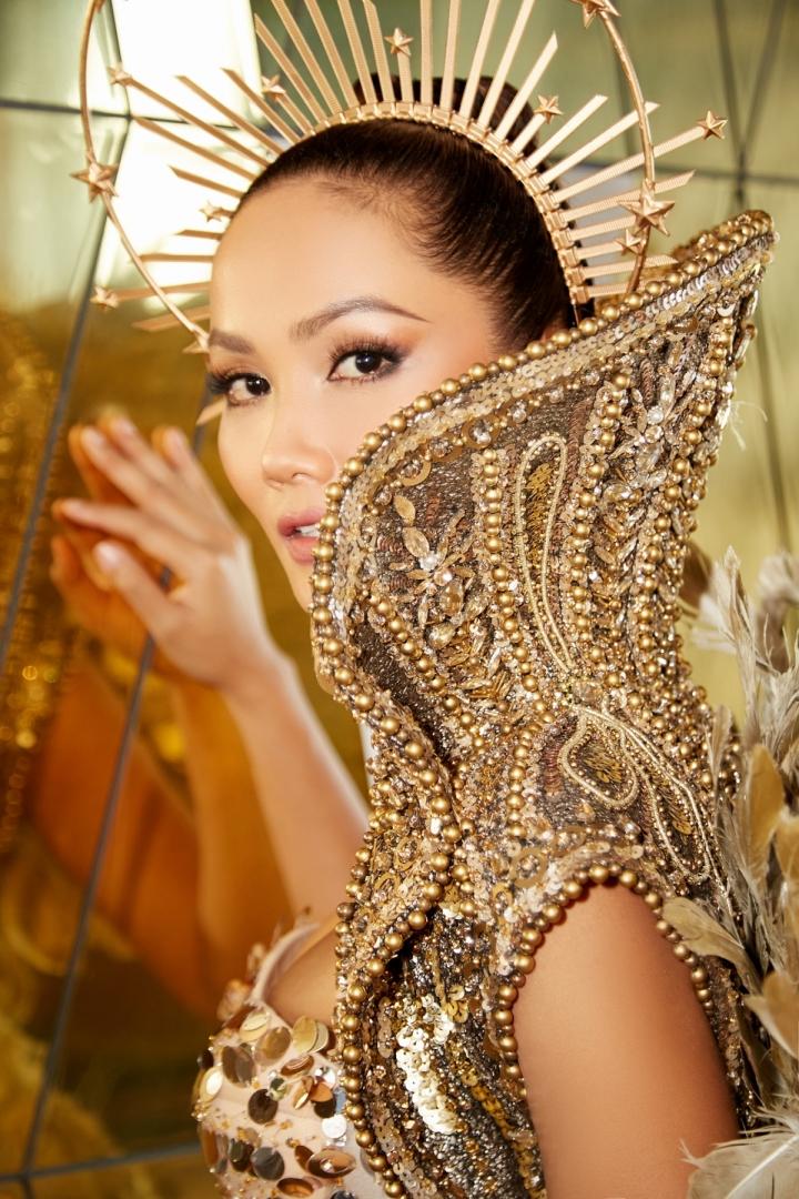 Vẻ đẹp quyền lực của Hoa hậu H'Hen Niê trong tạo hình nữ thần Mặt trời - 8