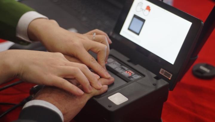 Ảnh: Những người đầu tiên làm căn cước công dân gắn chip ở Hà Nội - 3