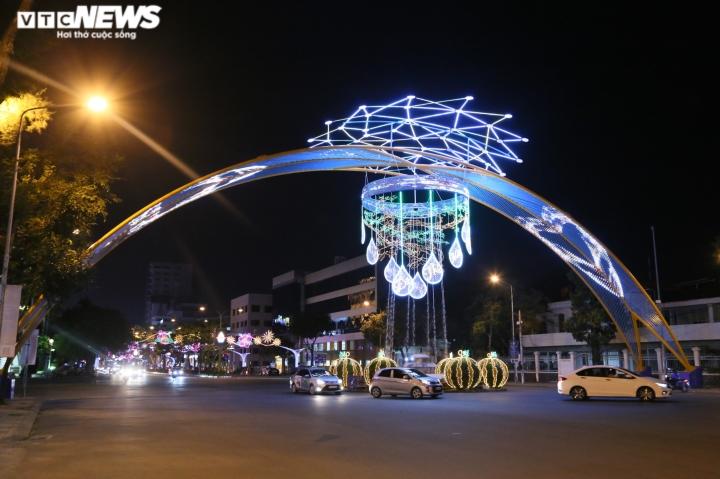 Pháo hoa rực sáng bầu trời, cả nước đón chào năm mới 2021 - 47