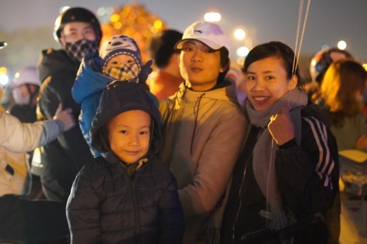 Pháo hoa rực sáng bầu trời, cả nước đón chào năm mới 2021 - 26