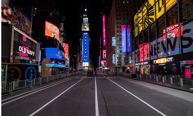 ویدئو: تایمز اسکوئر ، نیویورک ، ساعتی آرام برای استقبال از سال جدید 2021 - 1