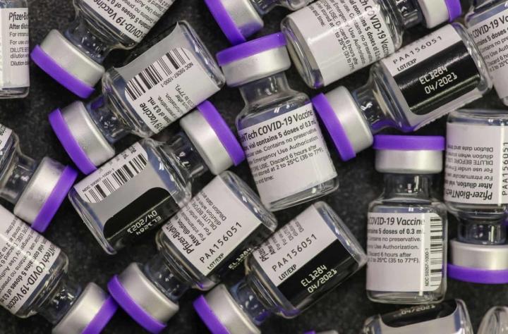 COVID-19 روز جهانی سال نو: دستگیری داروسازان در ایالات متحده برای آسیب رساندن 500 دوز واکسن - 1