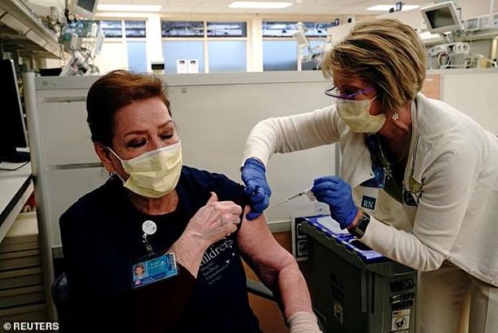 بسیاری از کارمندان بهداشت آمریکایی از دریافت واکسن COVID-19-1 خودداری می کنند