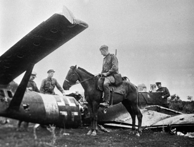 در مورد خلبانان اتحاد جماهیر شوروی 9 بمب افکن نازی سرنگون شده اند - 2