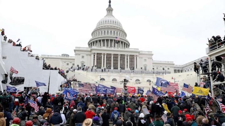 جهان از تظاهرات بی نظم بی نظیر آشفتگی در ساختمان مجلس ملی آمریکا شوکه شده است - 1