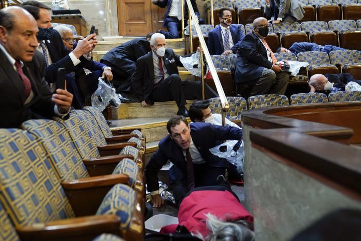زنده: حامیان ترامپ در ساختمان پارلمان شکسته می شوند ، کاپیتول فلج می شود - 11