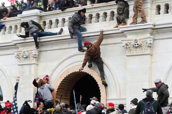 چگونه جمعیت معترضین ساختمان کنگره آمریکا را اشغال کردند؟  - اولین