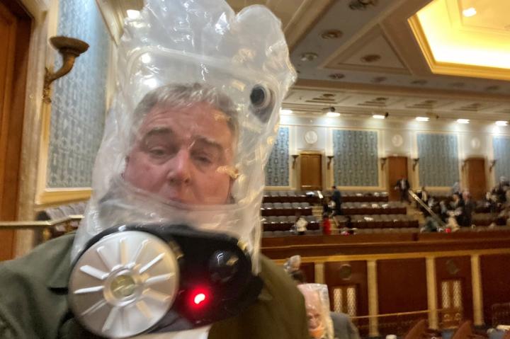 وقتی نماینده معترض کنگره در ایالات متحده باید از ماسک گاز استفاده کند ، هنگام اعتراض معترضین به پایتخت - 3