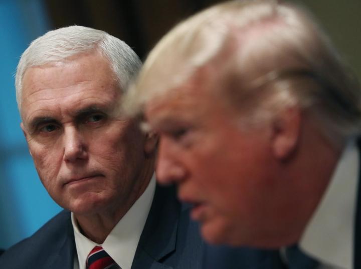 دادستان کل واشنگتن از آقای پنس خواستار برکناری رئیس جمهور شده است