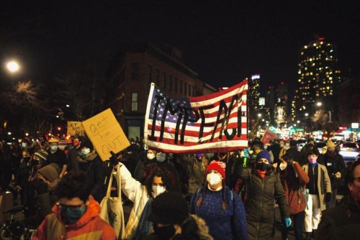 از شورش ، آمریکایی ها دوباره به برکناری ترامپ اعتراض کردند - 1