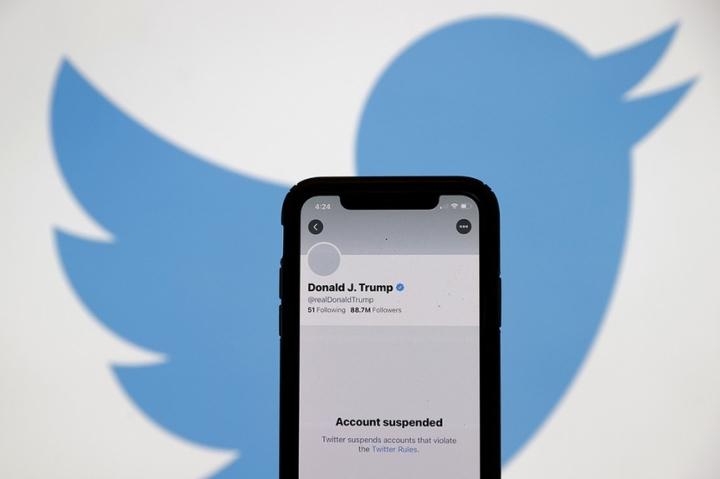 رئیس جمهور ترامپ در روزهای از دست دادن حساب های خود در شبکه های اجتماعی - 3