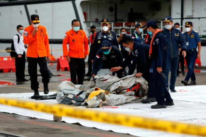 اندونزی دو جعبه سیاه در هواپیمای سقوط کرده مستقر کرد - 1
