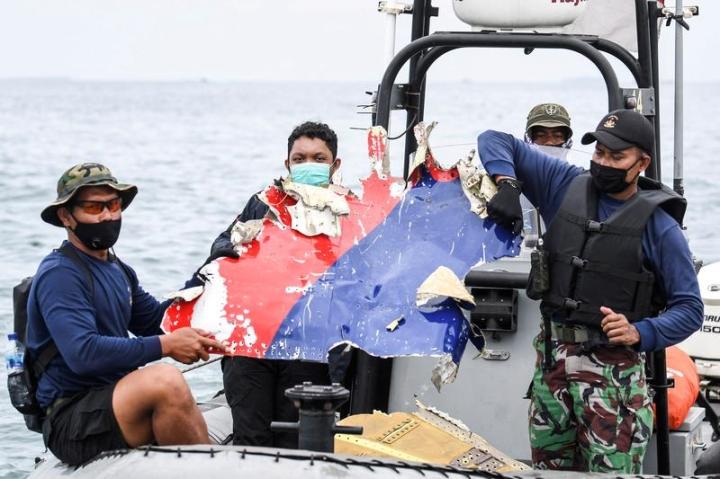 هواپیمای اندونزیایی در برخورد با سطح دریا سقوط کرد - 1