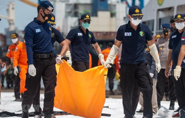 هواپیمای اندونزیایی سقوط کرد: شناسایی اولین قربانی و محل قرارگیری جعبه سیاه - 1