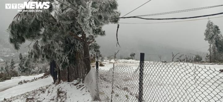 Lào Cai: Tuyết phủ trắng xóa, Y Tý đẹp như châu Âu - 2