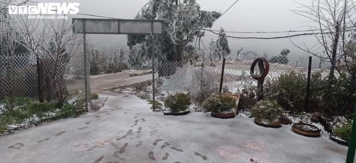 Lào Cai: Tuyết phủ trắng xóa, Y Tý đẹp như châu Âu - 15