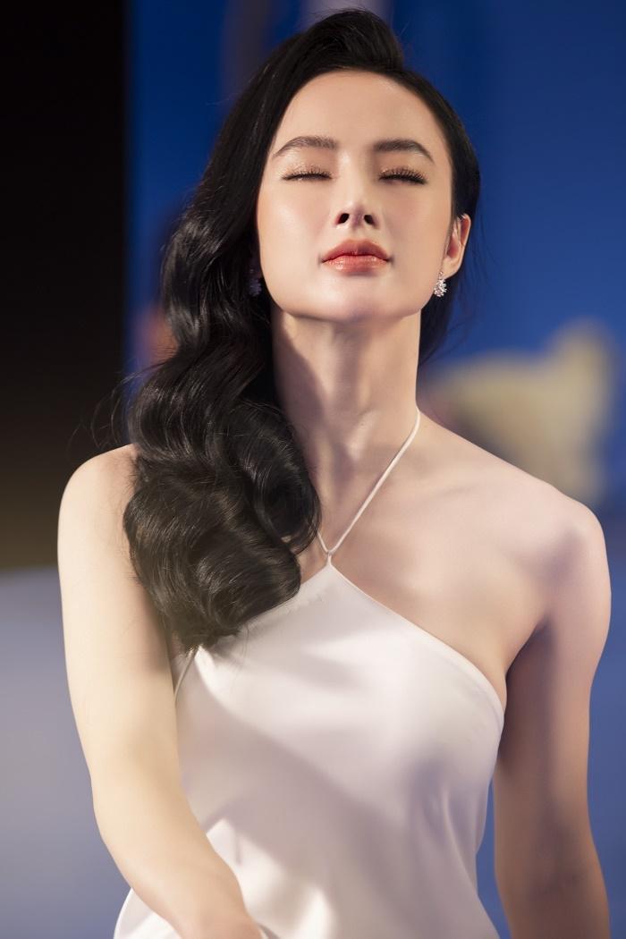 Sau 3 năm rút khỏi showbiz, Angela Phương Trinh tung bộ ảnh kiêu sa, gợi cảm - 1