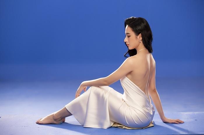 Sau 3 năm rút khỏi showbiz, Angela Phương Trinh tung bộ ảnh kiêu sa, gợi cảm - 5