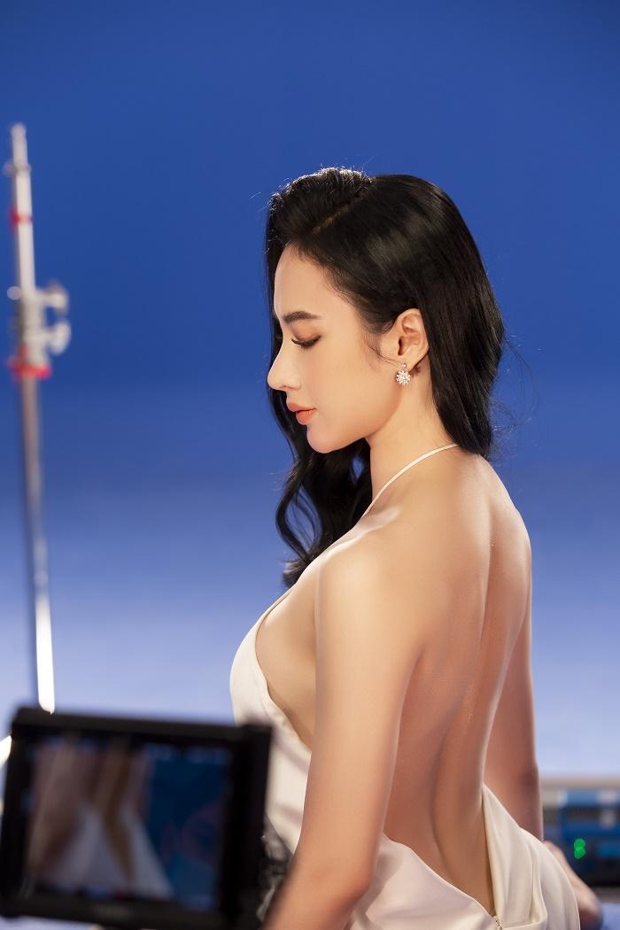 Sau 3 năm rút khỏi showbiz, Angela Phương Trinh tung bộ ảnh kiêu sa, gợi cảm - 3