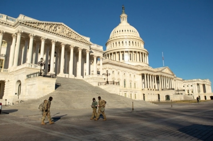 آمریکا امنیت را تقویت می کند ، از مراسم تحلیف آقای بایدن دفاع می کند - 1