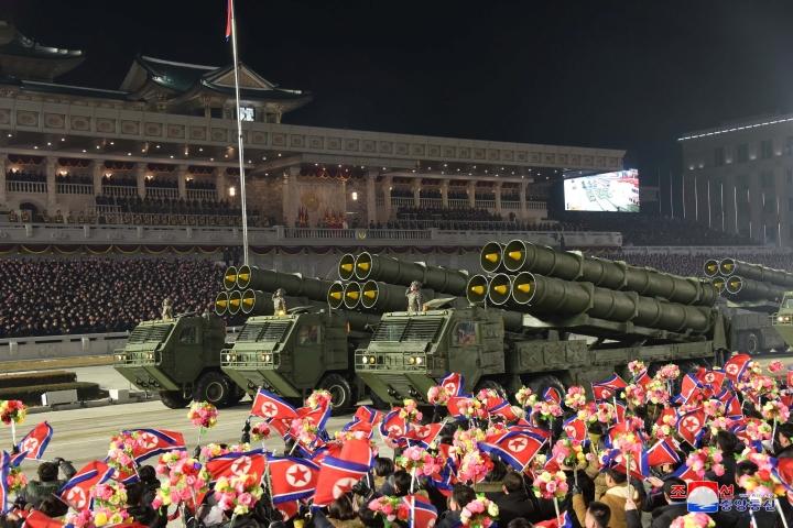 کره شمالی پس از کنگره حزب از موشک های بالستیک جدید رونمایی کرد - 3