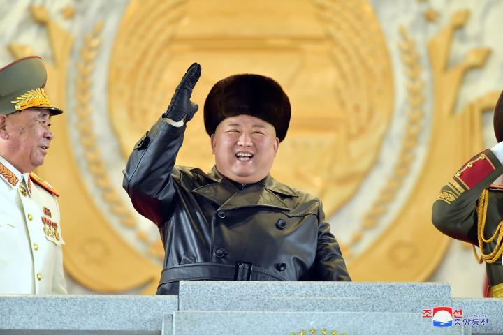 کره شمالی پس از کنگره حزب از موشک های بالستیک جدید رونمایی کرد - 1