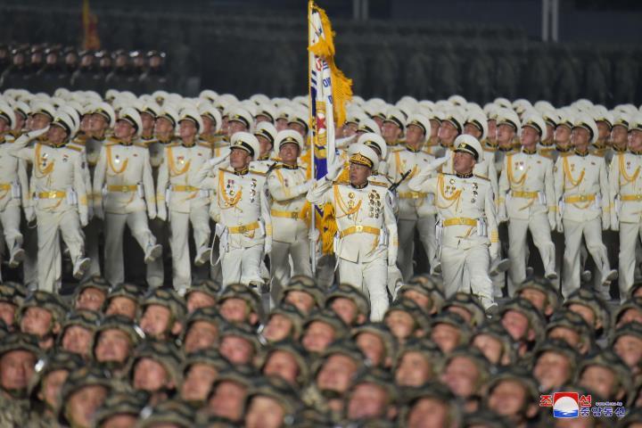 عکس: مجموعه ای از سلاح های به یادماندنی در رژه کره به افتخار کنگره حزب - 14