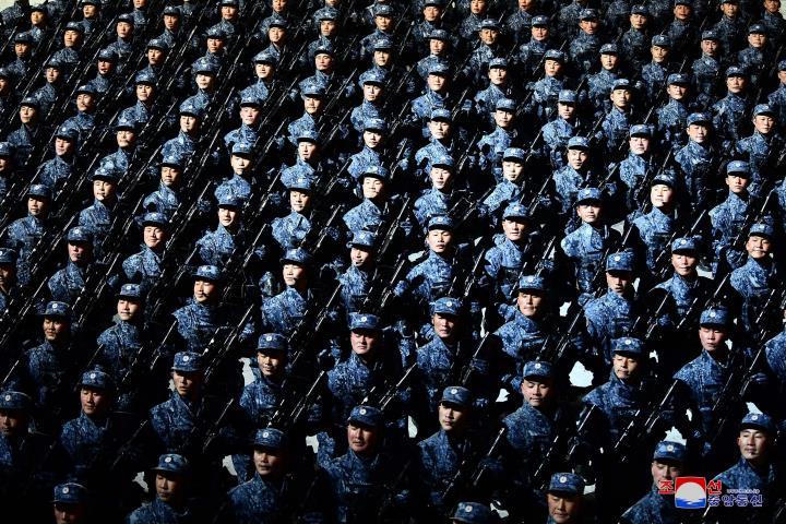 عکس: مجموعه ای از سلاح های به یادماندنی در مراسم رژه کره به افتخار کنگره حزب - 13