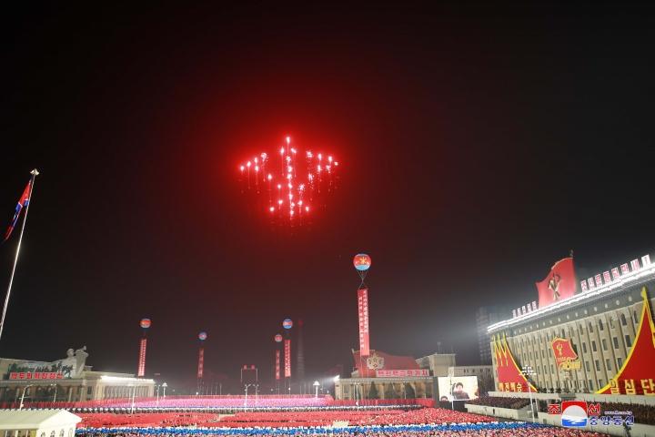 عکس: مجموعه ای از سلاح های به یادماندنی در رژه کره به افتخار کنگره حزب - 16