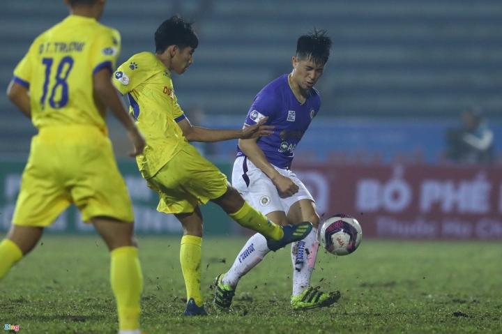 HLV Nguyễn Văn Sỹ: Hà Nội FC kém, đừng đổ tại mặt sân