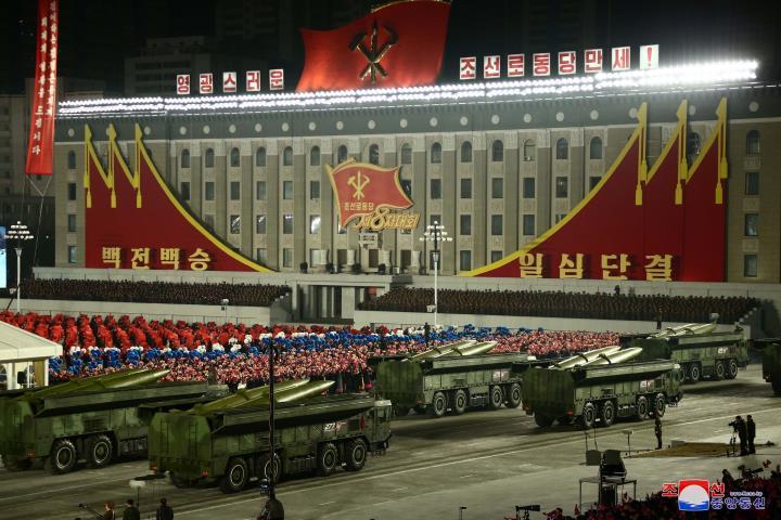 عکس: مجموعه ای از سلاح های به یادماندنی در رژه کره به افتخار کنگره حزب - 8