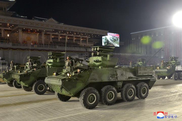 عکس: مجموعه ای از سلاح های به یادماندنی در مراسم رژه کره به افتخار کنگره حزب - 5