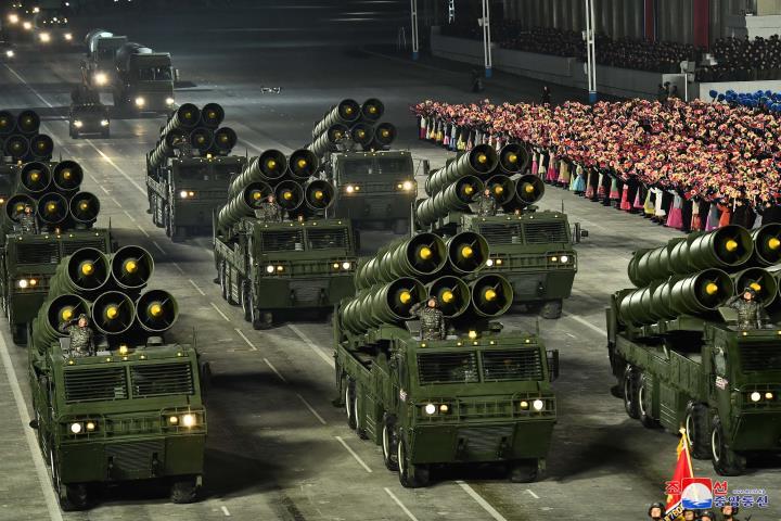عکس: مجموعه ای از سلاح های به یادماندنی در مراسم رژه کره به افتخار کنگره حزب - 2