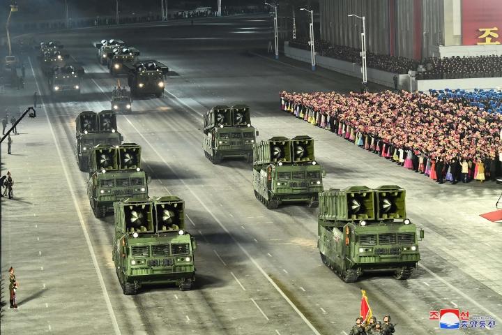 عکس: مجموعه ای از سلاح های به یادماندنی در مراسم رژه کره به افتخار کنگره حزب - 4
