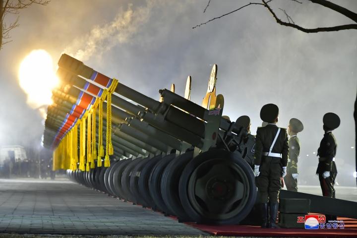عکس: مجموعه ای از سلاح های به یادماندنی در مراسم رژه کره به افتخار کنگره حزب - 7