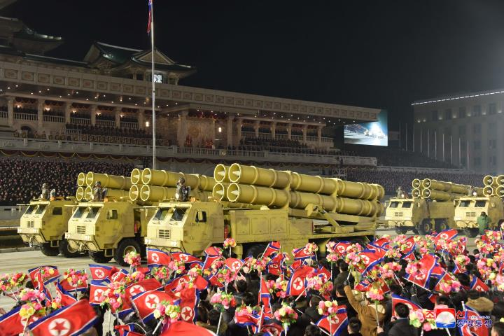 عکس: مجموعه ای از سلاح های به یادماندنی در رژه کره به افتخار کنگره حزب - 6