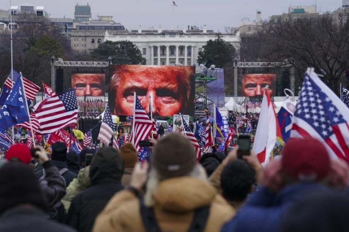 متحد آقای ترامپ درگیر شورشهای کپیتول هیل - 1