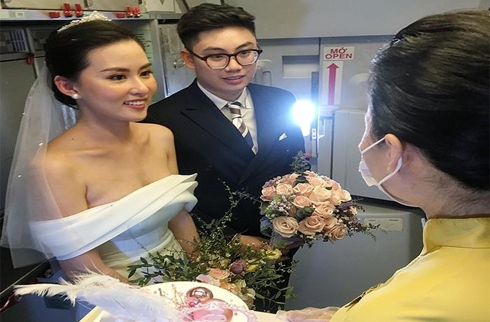 Vietnam Airlines tổ chức lễ cưới 'trên mây' cho khách - 1