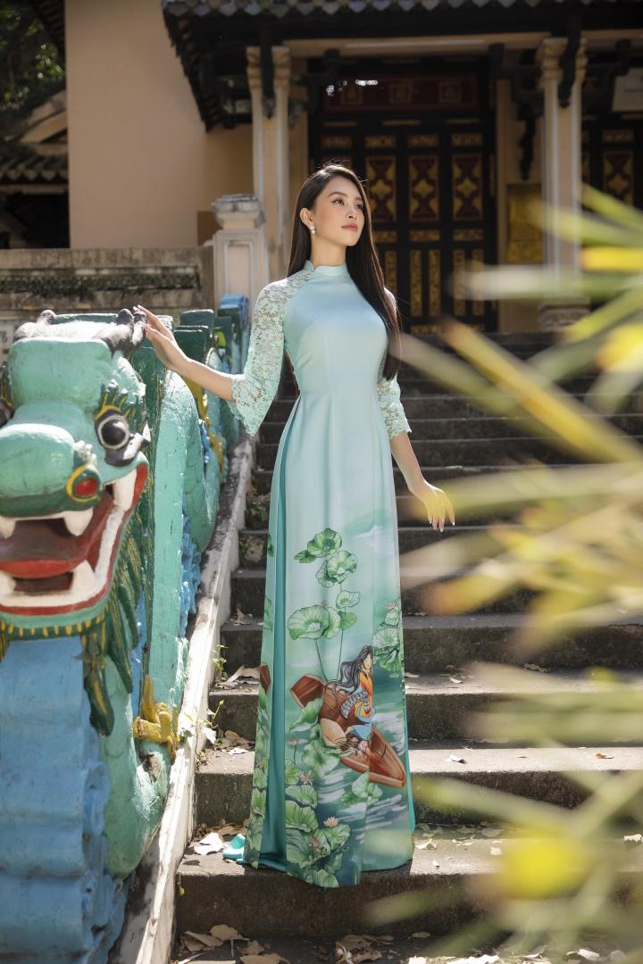 Hoa hậu Tiểu Vy đẹp tinh khôi với áo dài truyền thống  - 8