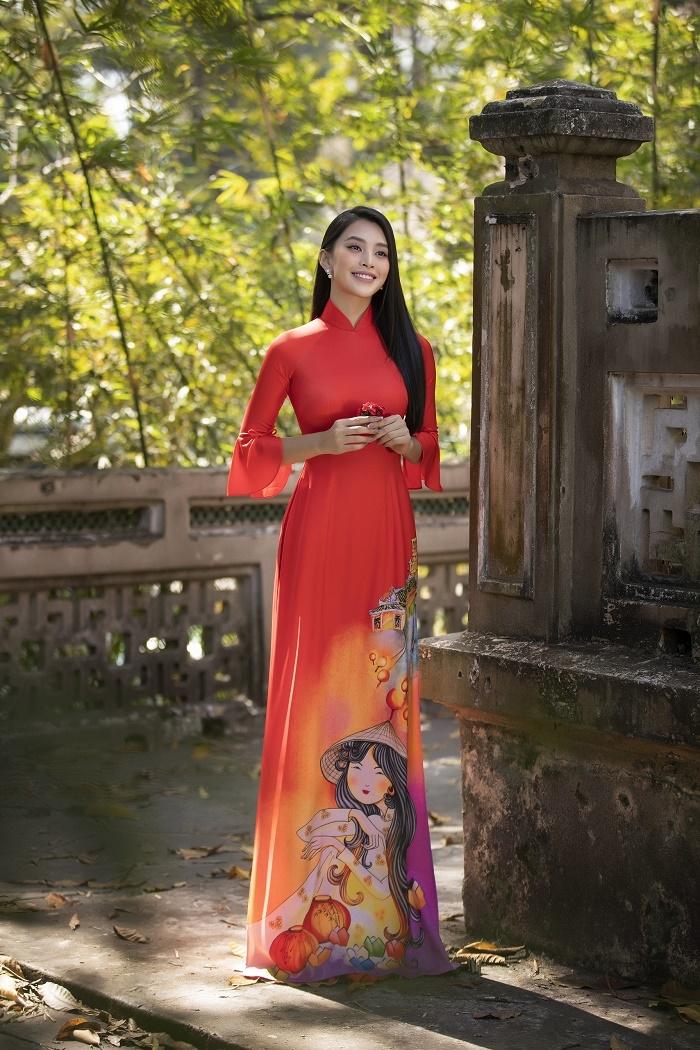 Hoa hậu Tiểu Vy đẹp tinh khôi với áo dài truyền thống  - 1