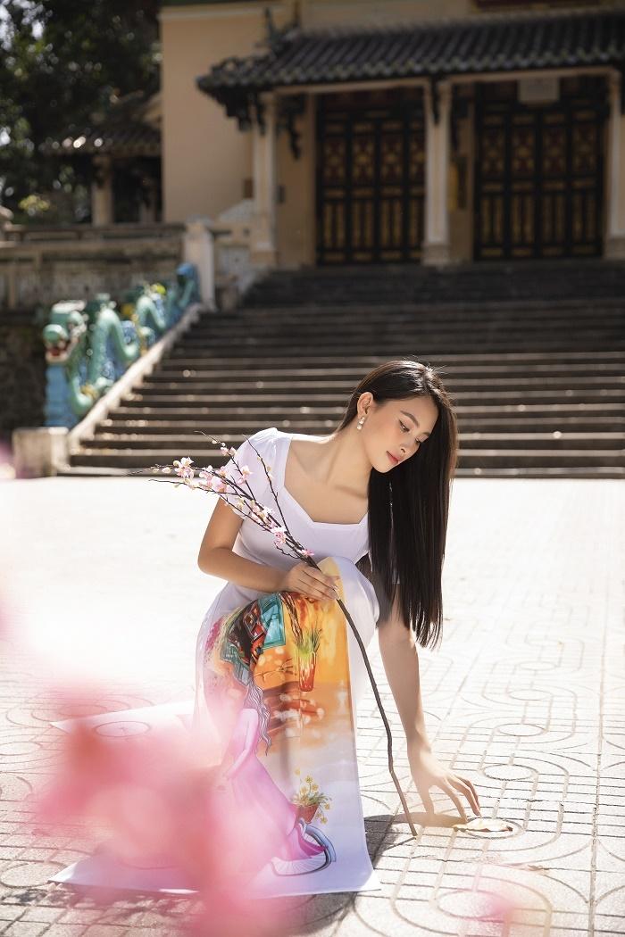 Hoa hậu Tiểu Vy đẹp tinh khôi với áo dài truyền thống  - 12