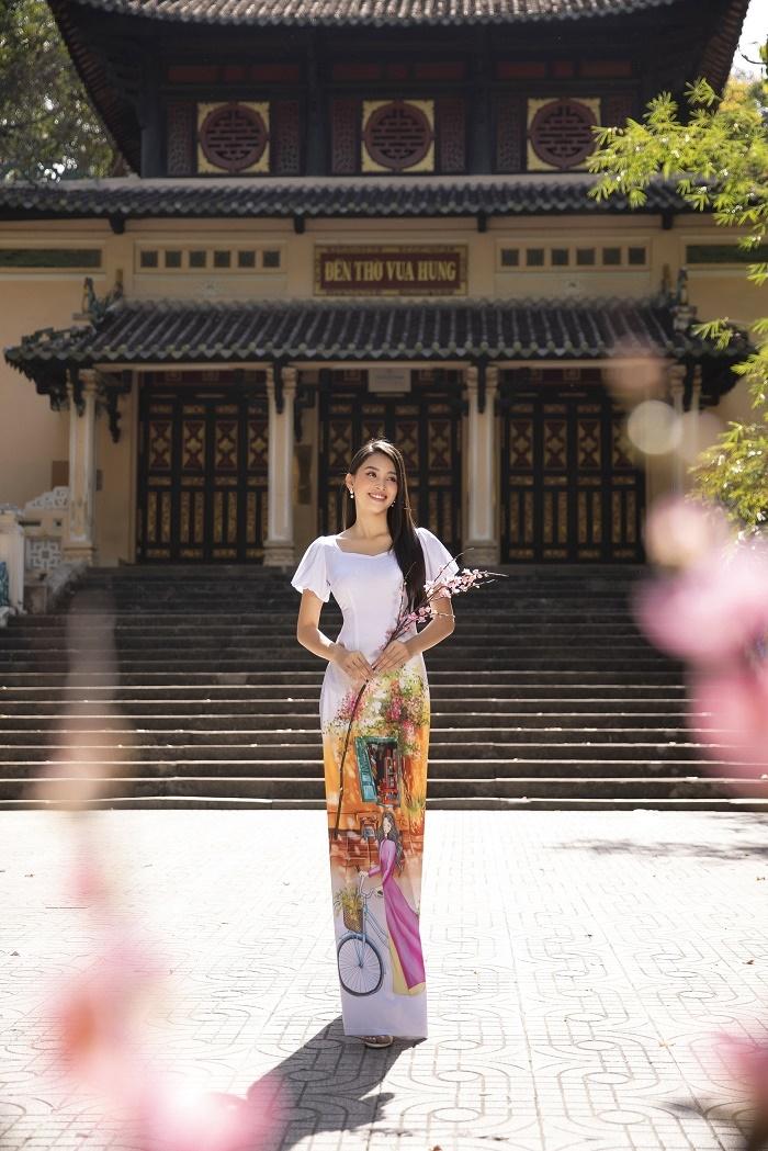 Hoa hậu Tiểu Vy đẹp tinh khôi với áo dài truyền thống  - 9