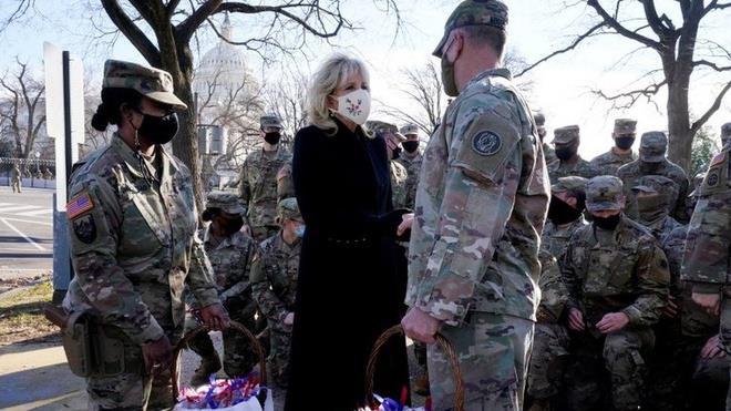 گارد ملی در گاراژ خوابید ، رئیس جمهور بایدن عذرخواهی کرد - 1