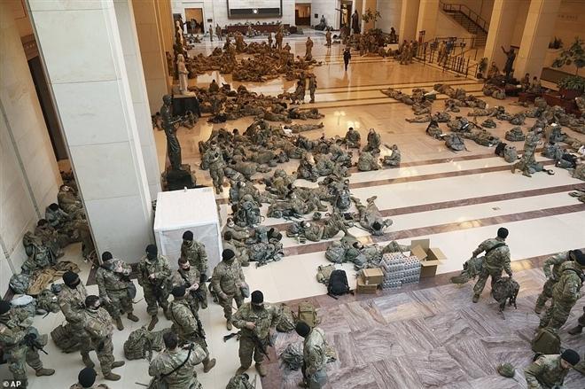 با دفاع از مراسم تحلیف آقای بایدن ، نزدیک به 200 سرباز گارد ملی با COVID-19-1 مذاکره کردند