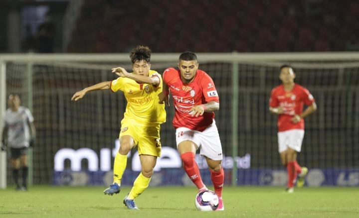 Lee Nguyễn ra mắt, CLB TP.HCM thắng trận đầu tay - 1
