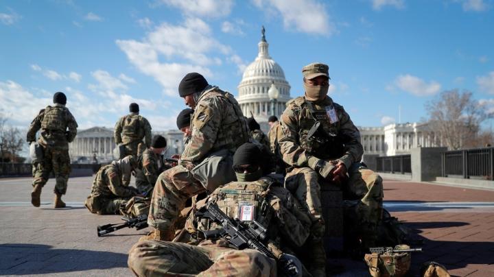 Lo ngại an ninh phiên tòa luận tội Trump, Vệ binh Quốc gia ở lại Washington DC - 1